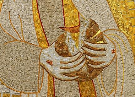 """Fare"""" l'Eucaristia è """"spezzarsi"""" per gli altri! – LA VIA È APERTA"""